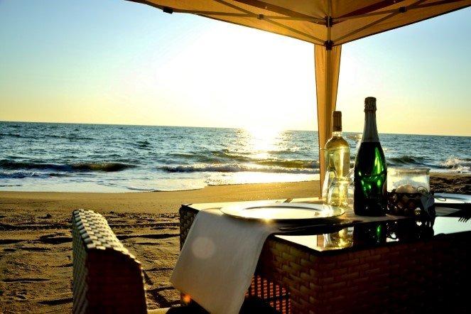 cena romantica mare costa pisa